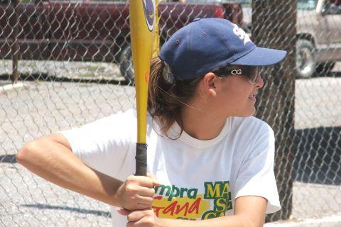 Yolanda Gallegos de Cazadoras de Villaldama en el softbol femenil del Club Sertoma