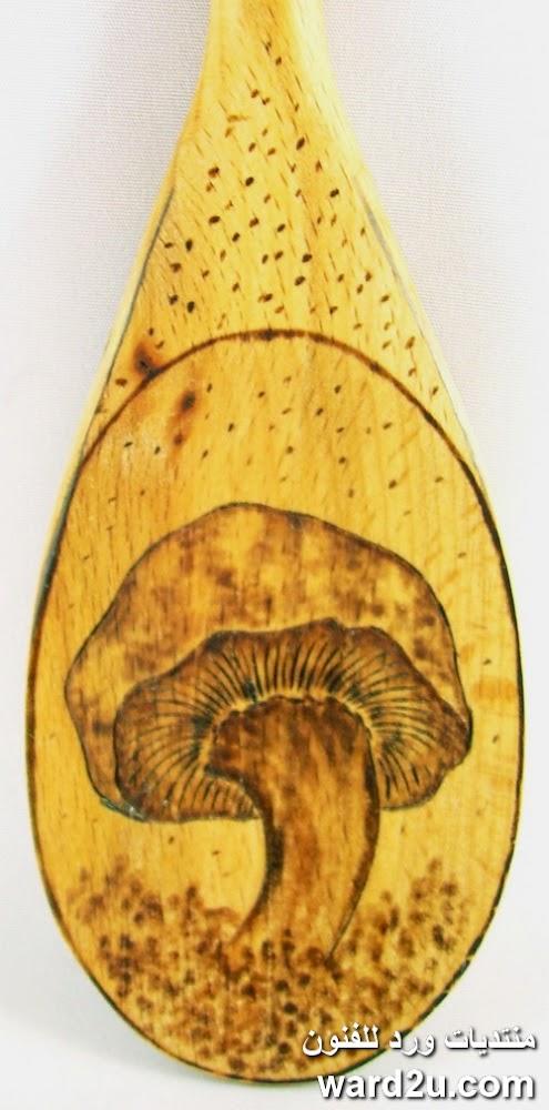 افكار فنية حرق على الملاعق الخشبية