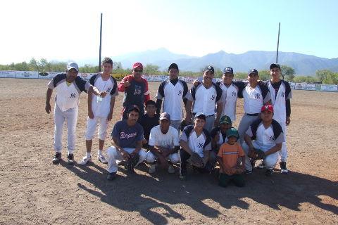 Equipo Yankees en el softbol del Club Sertoma