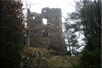 Ruinas de una vieja torre de vigilancia