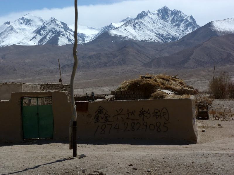 XINJIANG. Karakoram Highway, lune des plus haute route au monde, en passant a 4400 m - P1280551.JPG