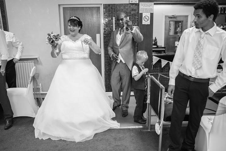 bride-champain-celebration