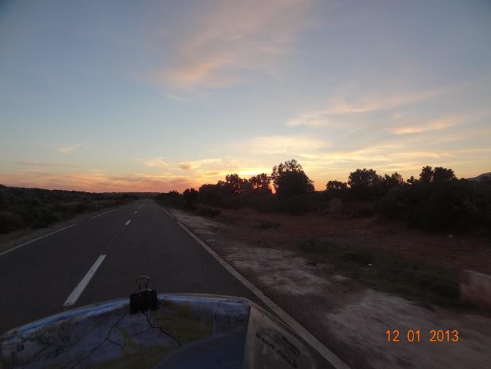 Marrocos e Mauritãnia a Queimar Pneu e Gasolina - Página 3 DSC05546