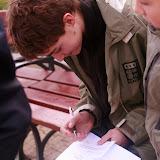 Staszek podpisuje pokwitowanie