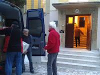 Megérkeztek a ruhák a Rozsnyói Egyházmegyei Szeretetszolgálathoz..jpg