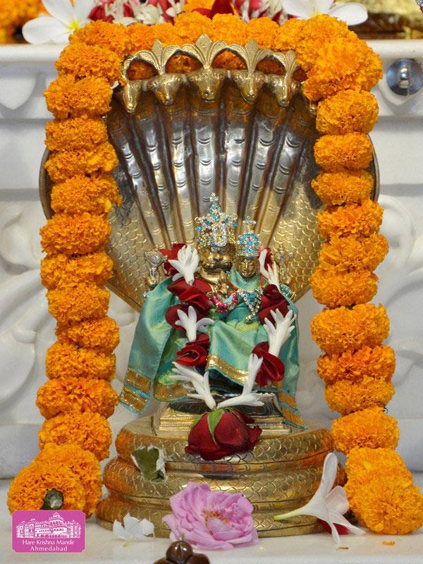 ISKCON Ahmedabad Deity Darshan 20 Sep 2016 (10)