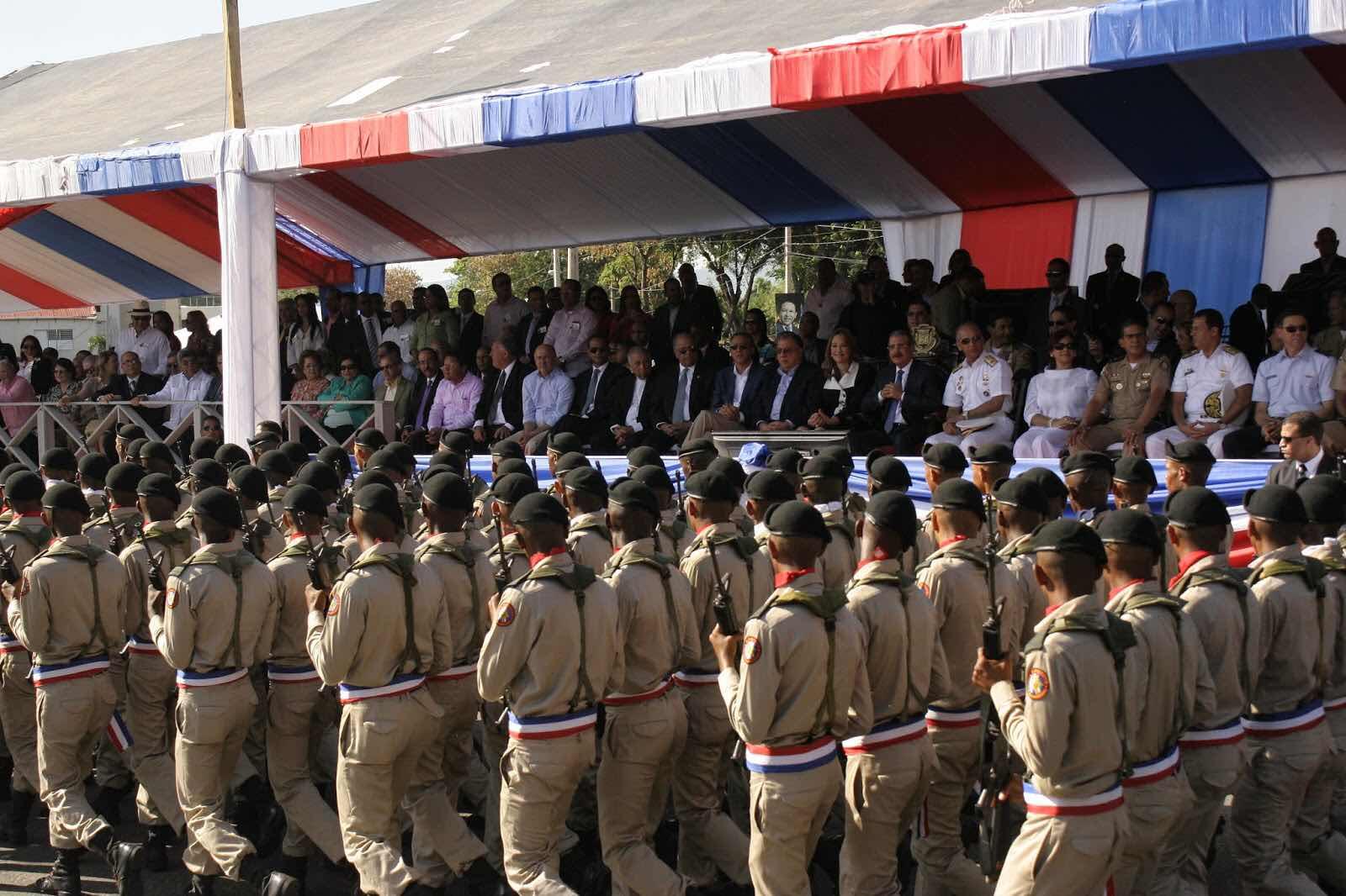 Presidente Medina dispone ascensos en Fuerzas Armadas y PN