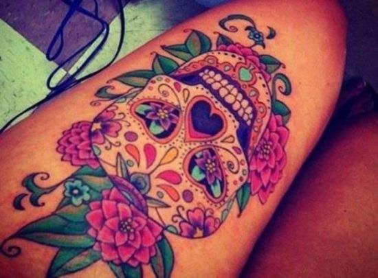 açcar_crnio_coxa_tatuagem