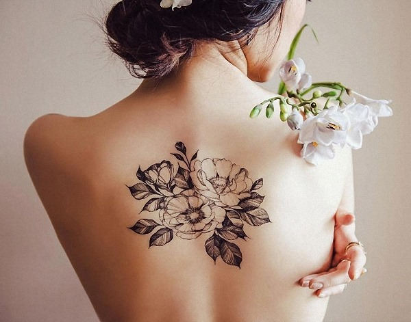 este_blackwork_floral_peça_de_volta