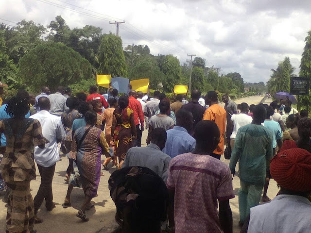 NDU Non-academic Staffs Protest Over Deployment Of Over 1000 workers (See Photos)
