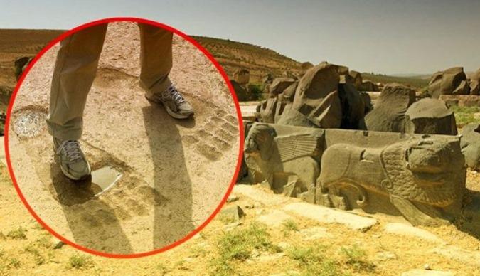 A marca dos Anunnaki Conheça as pegadas GIGANTES de Ain Dara 01