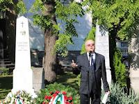 08 A gimnázium igazgatója, Tóth Konstantin OSB köszönti az egybegyűlteket emlékbeszédet mond.JPG
