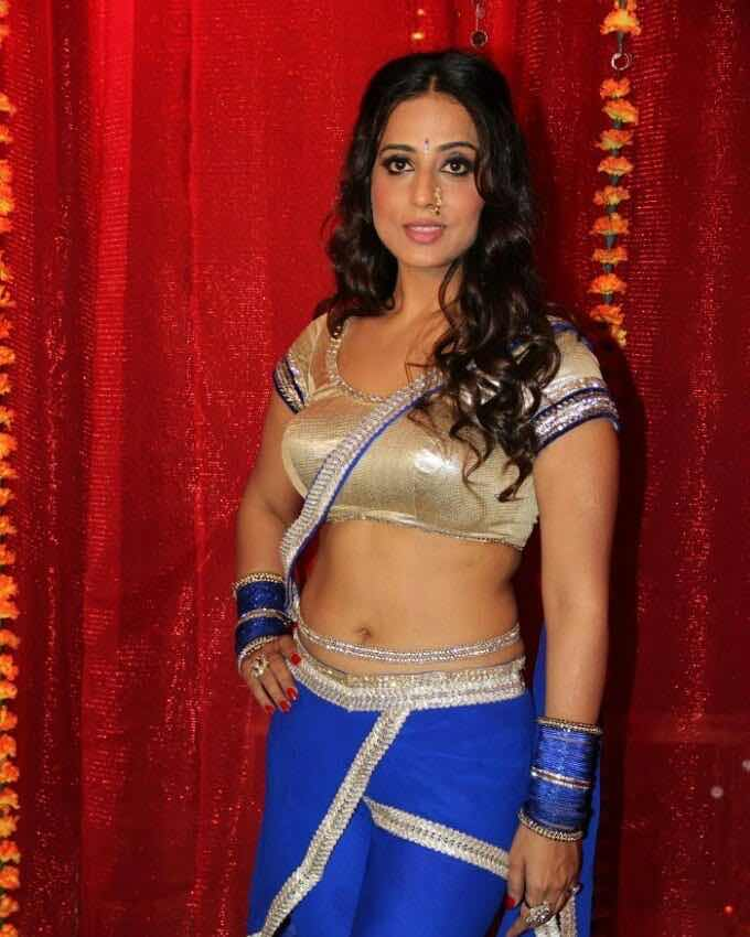 Mahie Gill latest navel Navel Queens