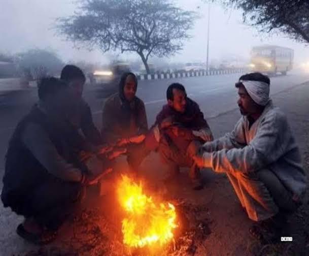 दिल्ली-NCR में हल्की बारिश, पहाड़ों पर बर्फबारी से बढ़ सकती है ठंड