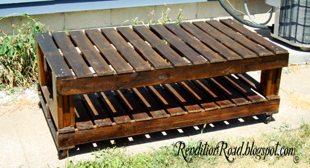 pallet table and staining tip