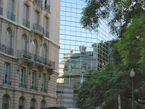 Photo: Palacio San Martin reflected in new foreign affairs building