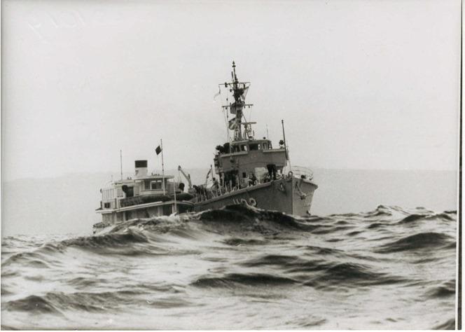 1019 HMAS Snipe with LD