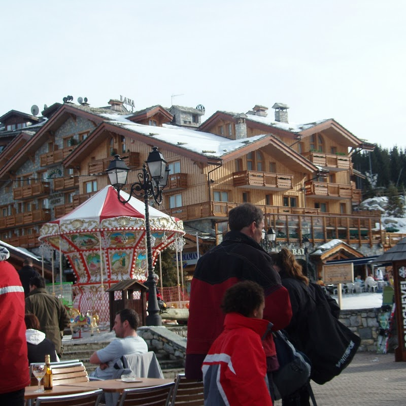 Meribel_13 Courchevel Hotel & Roundabout.jpg