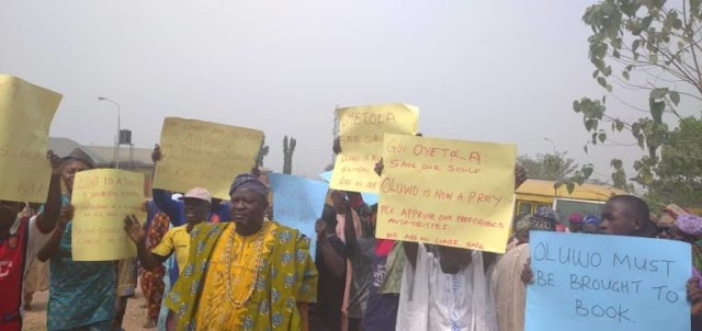 Breaking: Alleged Assault On Agbowu; Residents Storm Govt's Office, Call For Oluwo's Suspension