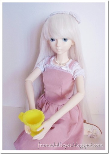 The ball jointed doll having her tea and her final say.