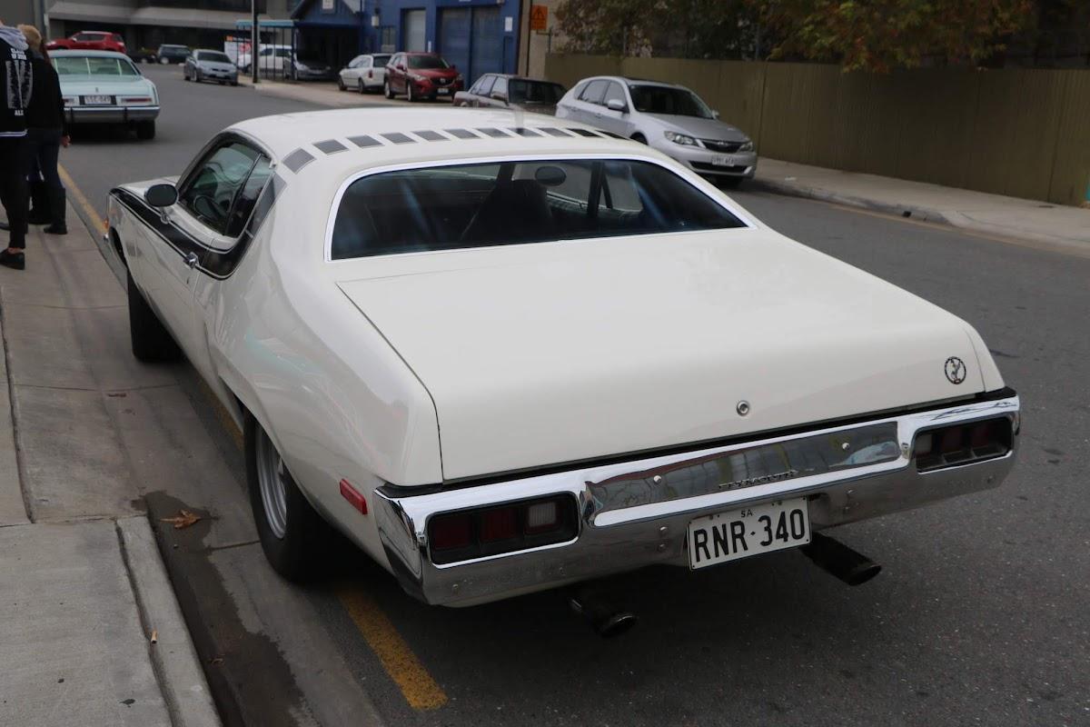 Plymouth RoadRunner 01.jpg