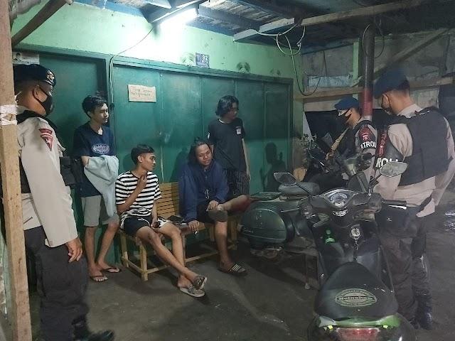 Minimalisir Kriminalitas di Kota Samarinda, Brimob Kaltim Sambangi Warga di Malam Hari