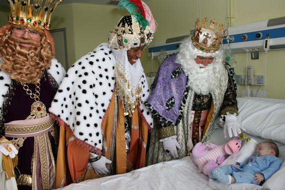 Aitana, Oscar y Marcos, representación del Duc en la Fiesta de Reyes del Ayuntamiento