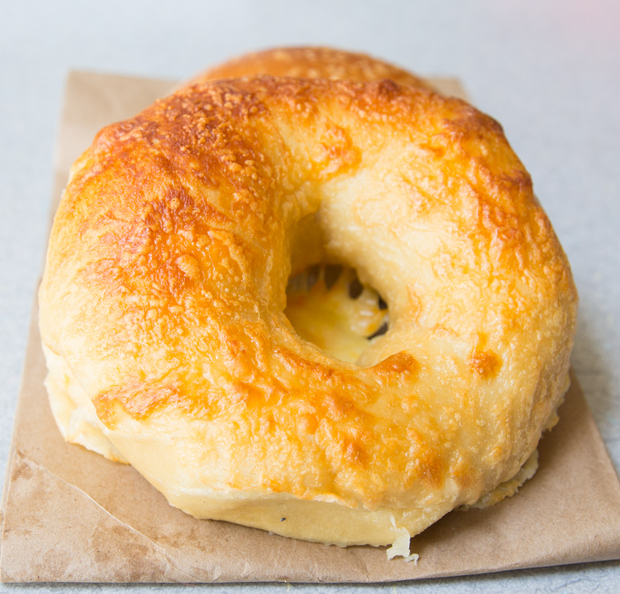 close-up photo of a cheese bagel