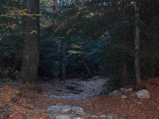 Montée vers la grotte de Marie-Madeleine par le sentier du Canapé