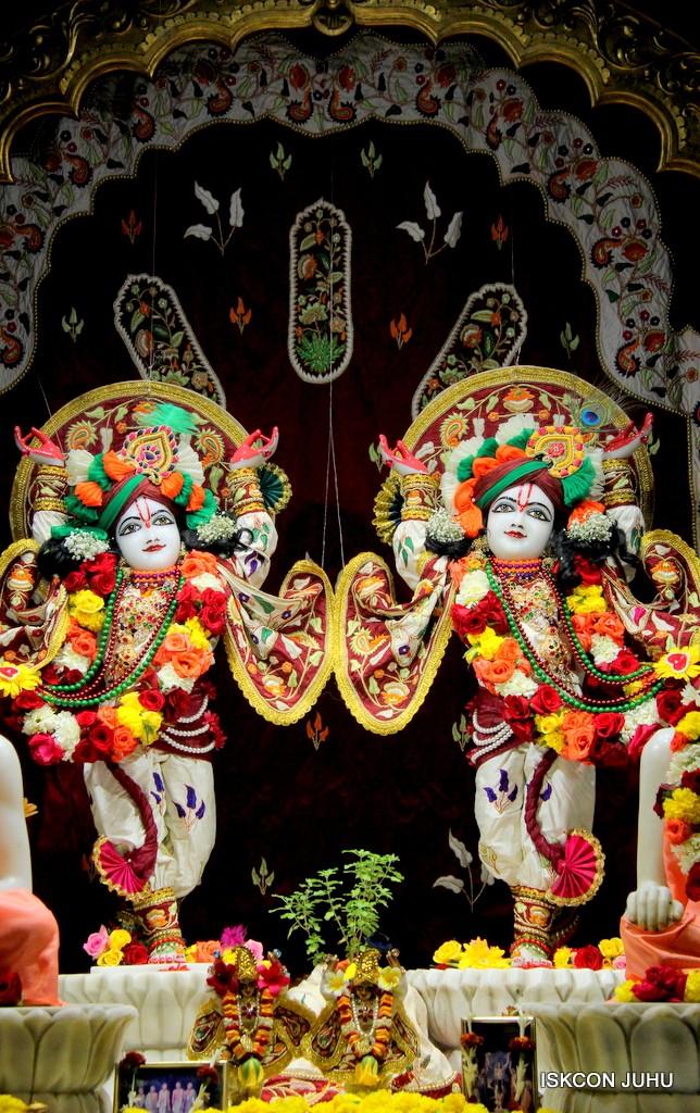 ISKCON Juhu Sringar Deity Darshan on 2nd Jan 2017 (37)
