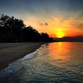 Sunrise at seashore by Janette Ho - Instagram & Mobile iPhone
