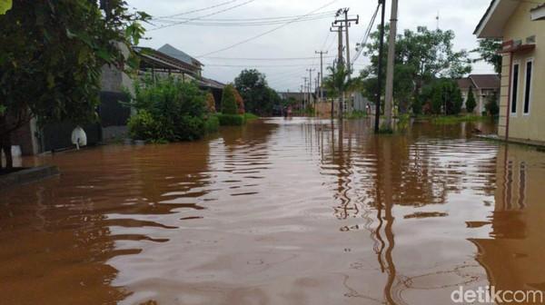Sungai Cileungsi Meluap, Ratusan Rumah di Bojongkulur Bogor Terendam Banjir