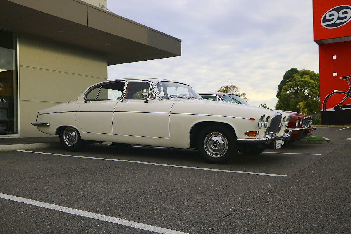Jaguar Mk10 (02).jpg