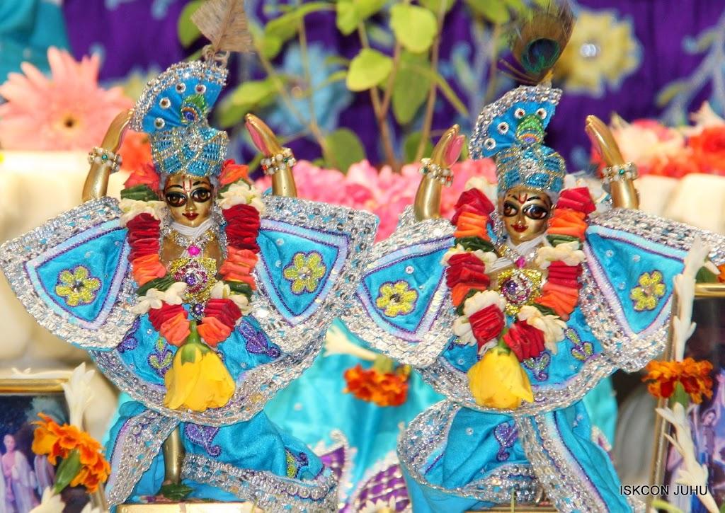 ISKCON Juhu Sringar Deity Darshan 17 Aug 2016 (40)