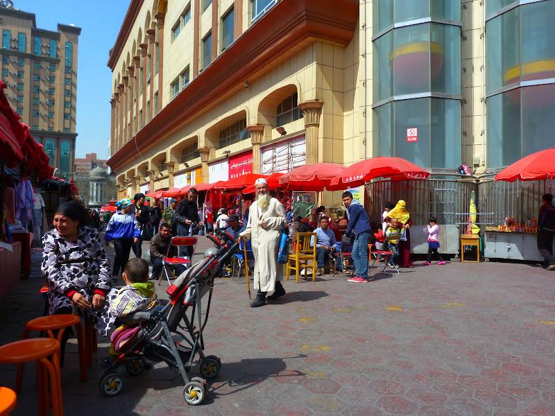 XINJIANG. Urumqi, Grand Bazar, 8 avril - P1270328.JPG