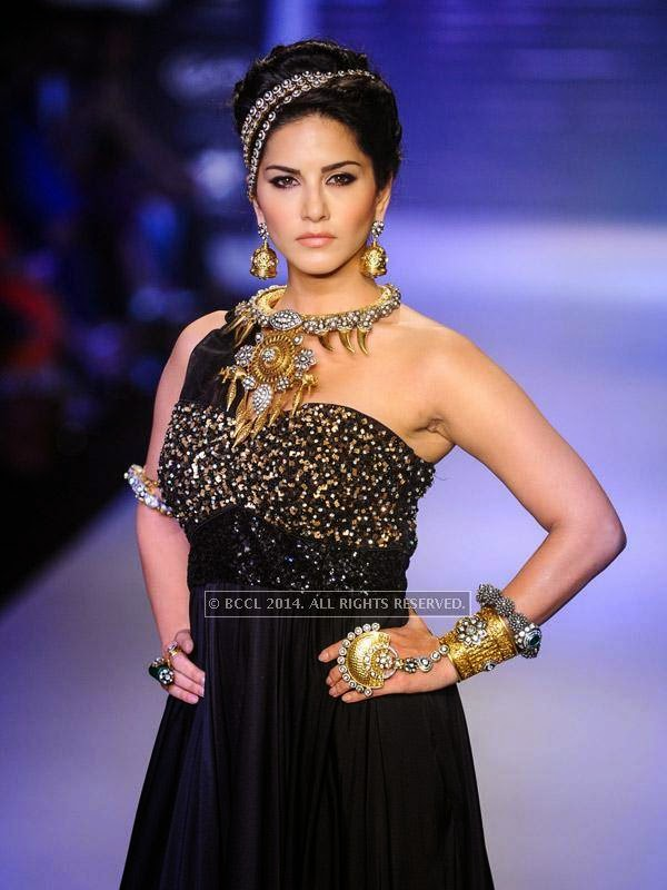Sunny Leone walks for Apala by Sumit on Day 1 of India International Jewellery Week (IIJW), 2014 at Grand Hyatt, Mumbai.