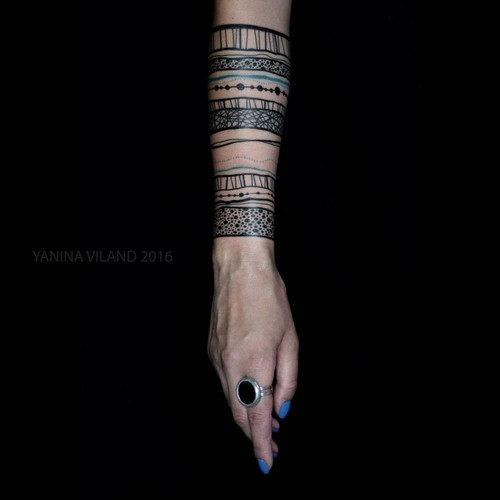 esta_kick_ass_pulseira_tatuagem_meia_manga