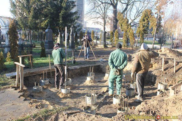 Роботи на кладовищі луцького собору. 25 грудня 2015