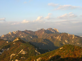 아카데미하우스-칼바위-용암문-백운대-영봉-육모정고개-우이동