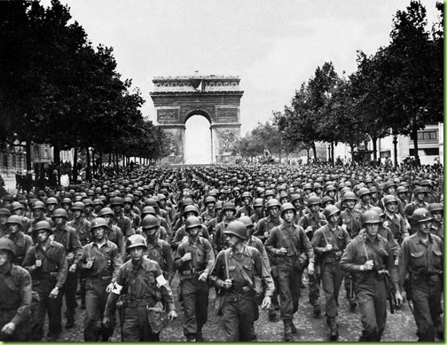 american-soliders- champs Elysees after the liberation of paris