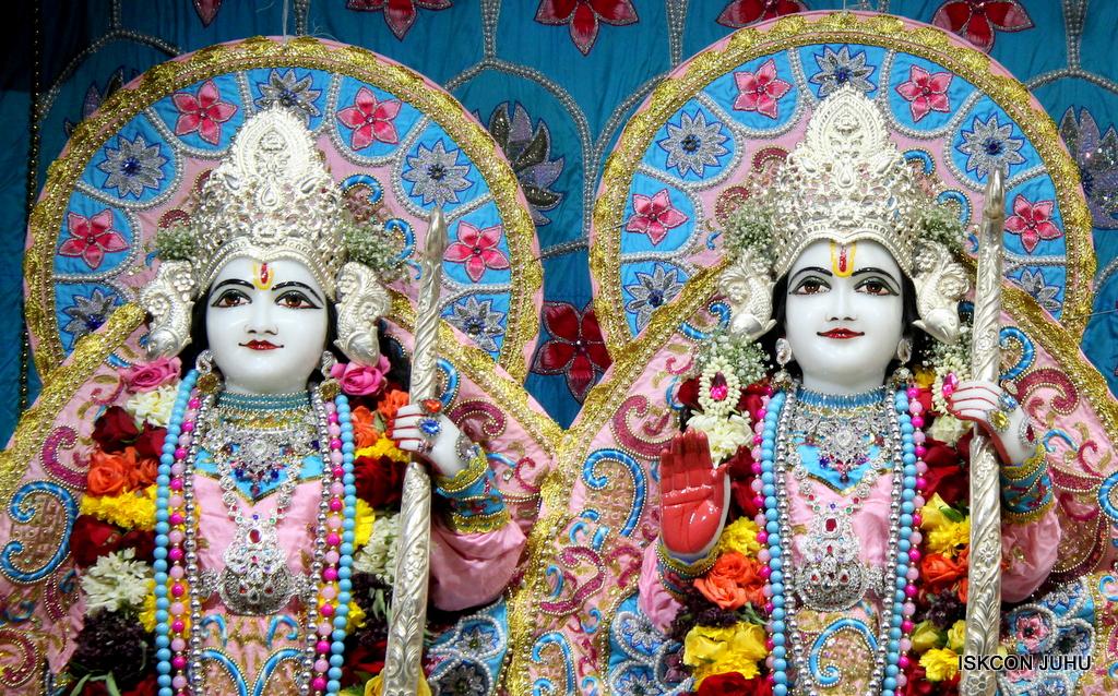 ISKCON Juhu Sringar Deity Darshan on 29th Dec 2016  (27)