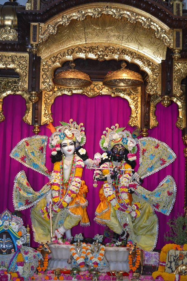 ISKCON Ujjain Deity Darshan 1 April 2016 (4)