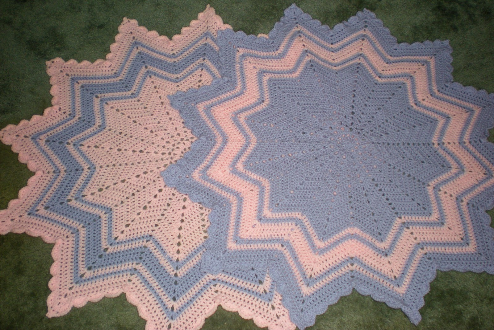 RoseRed Designs: Scallop & Popcorn Edging for 12 Point Round Ripples