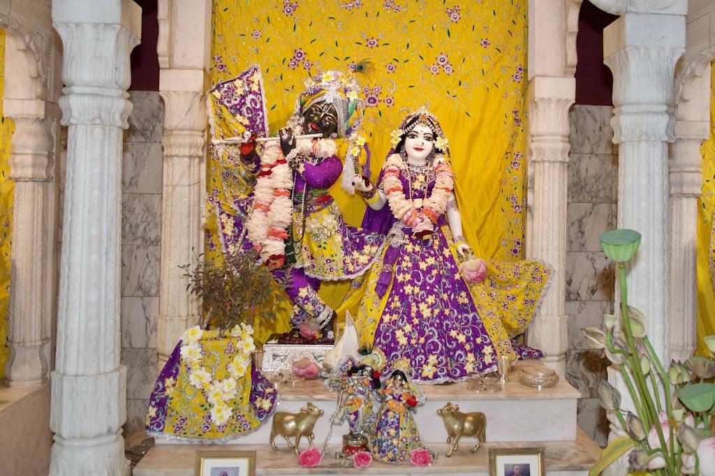 ISKCON New Govardhana Deity Darshan 22 Dec 2016 (11)