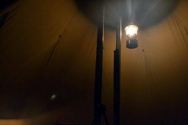 何がなんでもキャンプだし ストリームトレイル ハングアップ クリップ 100均 アリゲーター 薪スト 幕体 生地 テント 煙突ガード