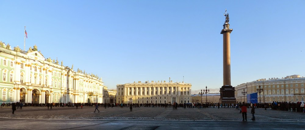 To the left is the Hermitage, one of Russia's most famous museums, and stretching out of it is a line of people (this is only about half the actual line!!!!).  Again, no thanks.