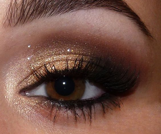 BEAUTIFUL GLOSSY EYE SHADOW LOOK FOR SOUTH AFRICAN WOMEN 3