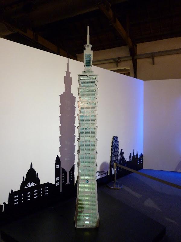 Taipei. Songshan Cultural and Creative Park. Nathan Sawaya. LEGO - P1220980.JPG