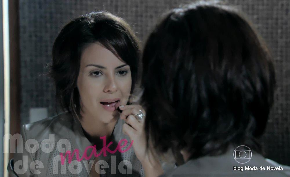 moda da novela Império, Maria Clara se maquiando