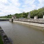 Château du Marais : douves sud et miroir